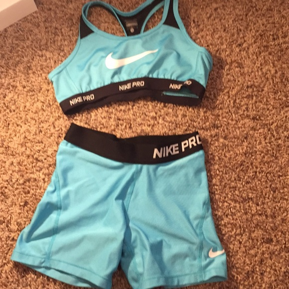 331596ee20 Nike pro sports bra and shorts set. M 5ab9262984b5ce0e7f7d4b18